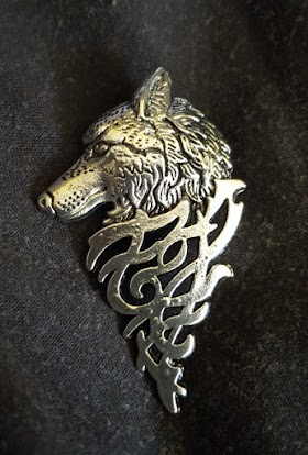 Pretty silver wolf's head brooch up for grabs, don't delay order today!