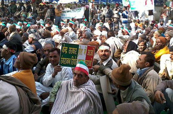 Sugarcane farmers protesting in New Delhi.
