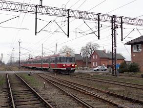 """Photo: EN57-1463, IR """"Drwęca"""" Poznań Główny - Olsztyn Główny {Papowo Toruńskie; 2014-02-15}"""