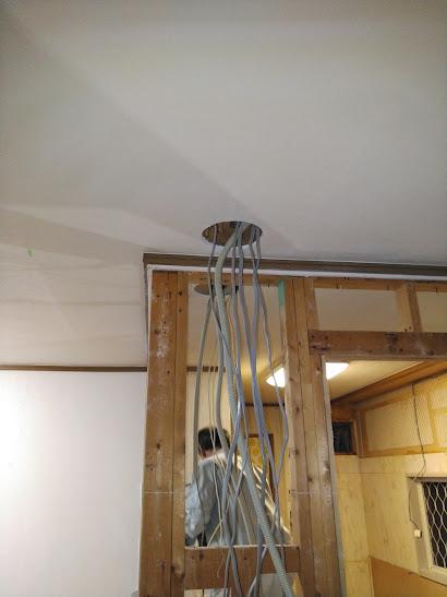 1階キッチン電気配線用の穴が開きました