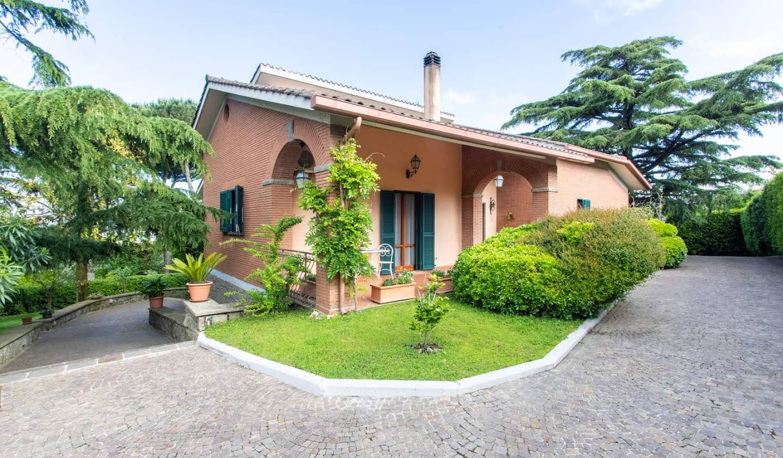 Villa avec jardin et terrasse Marino