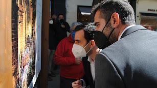 Alcalde y concejal observando la obra como muestran las fotografías de Juan Núñez.