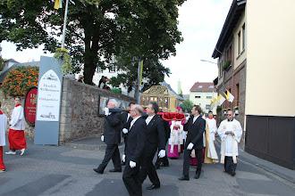 Photo: Fejring af Hildegard - prossion med helgenskrinet kommer tilbage