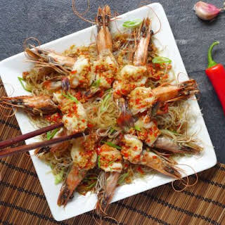 Steamed Garlic Prawns With Vermicelli (蒜蓉粉丝蒸虾).