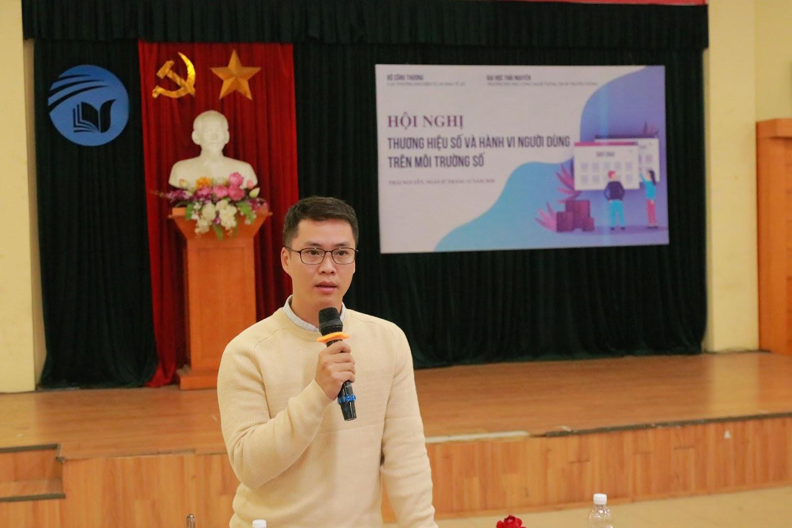 Anh Nguyễn Khánh Trường Minh – Chuyên viên phòng Kế hoạch & Đào tạo trình bày về Bí quyết xây dựng thương hiệu thành công trên sàn TMĐT Shopee