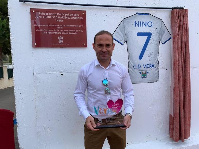 el emotivo día en el que Nino visitó su querida Vera para inaugurar el Polideportivo Municipal.