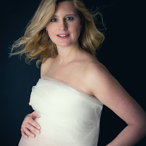 Beauty pregnant by Corine de Ruiter - People Maternity ( maternity, happy, pregnant, beauty, expecting )