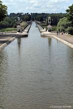 Photo: Entrée du pont canal de Briare avec sa voie d'eau naviguable