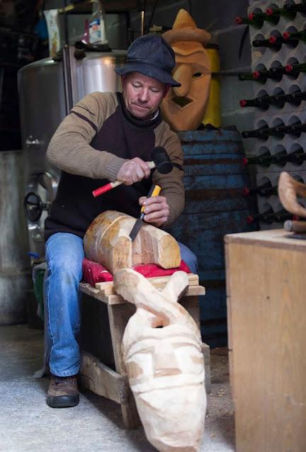 Em Lazarim, mascareiro que se preze faz máscaras com cornos