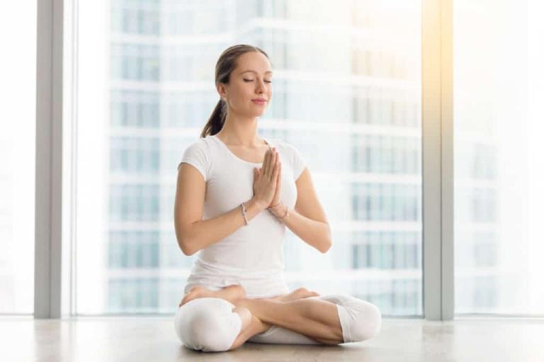 Tập yoga giúp hỗ trợ điều trị và phòng tránh đau dạ dày sau sinh