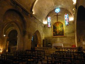 Photo: Eglise St Vincent En partie creusée dans le roc, l'église donne sur la place Saint-Vincent