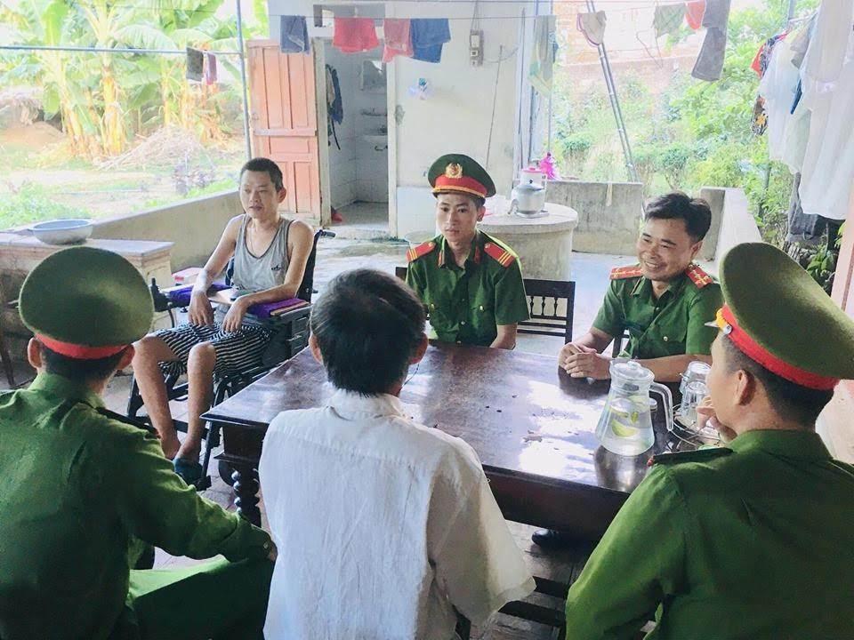 Thăm hỏi các gia đình có công với cách mạng, gia đình chính sách trên địa bàn Huyện Nam Đàn nhân kỷ niệm Ngày thương binh, liệt sĩ 27/7.