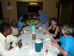 Photo: dîner au noviciat d'Akodéha, tenu par soeur Laëtitia, missionnaire italienne