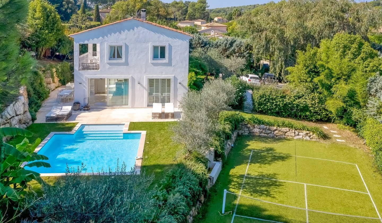 Villa with pool Valbonne