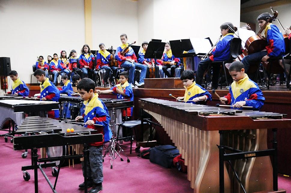 También en el estado Yaracuy, el Ensamble de Percusión de la Sinfónica Nacional Infantil de Venezuela levantó a la audiencia de sus asientos. Los presentes se dejaron seducir por las lúdicas interpretaciones, que anteceden la actuación de esta selección 40 Aniversario, en cada uno de los encuentros pautados para este III Seminario por la región Sur- Llano- Centro