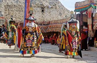 Photo: danse masquée des moines pour la fête de Dosmoche