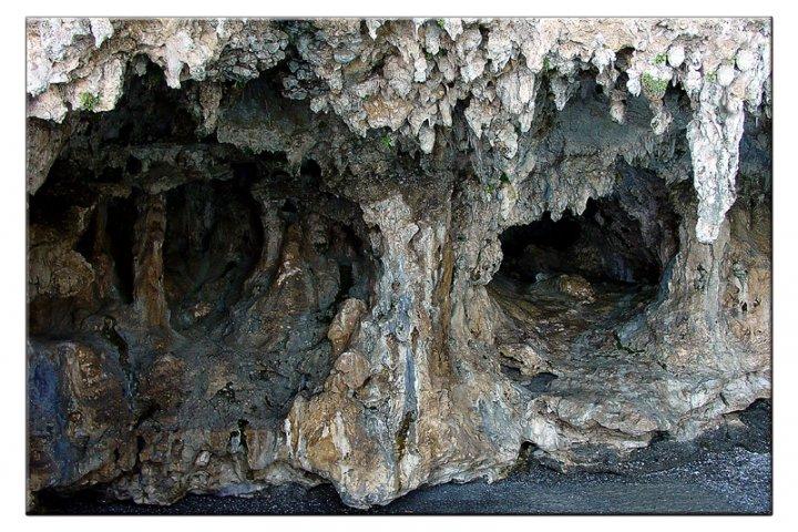 Una grotta un po' triste. di pinam