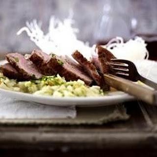 Mit Garnelen gefüllte Ente auf Ingwer-Weißkohl