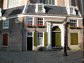 Photo: Oude Kerk (Old Church) from one side. Rather domestic. Original building dates from around 1300.