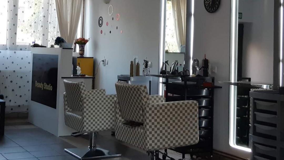 Beauty Studio Salon Coafura Manichiura Pedichiura Cosmetica