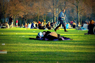 Photo: Enjoying a good book (Alaunpark, #Dresden)