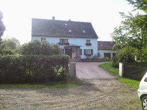 Photo: ,Im Viersen' (Wolfskuhler Weg 64) - am ,Rauten-Weg' (durch ein Rautensymbol gekennzeichneter Wanderweg). Vgl. Helga Paar, Unser Kuhlerkamp..., 1989, S. 171 oben.