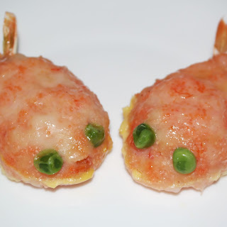 Adorable Steamed Prawn Paste Golden Carp with Tobiko