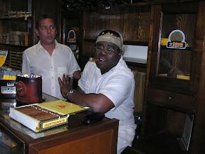 Photo: 5B090042 Hawana - w sklepiku z rumem i cygarami
