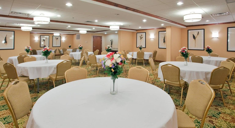 Holiday Inn Express Hotel & Suites Fredericksburg