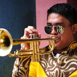 Trumpet player by Jeremy Mendoza - People Street & Candids ( music, candid, trumpet, street, street_photography, people )