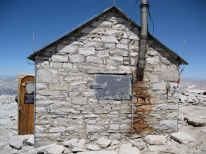 Photo: hut at summit (14195')