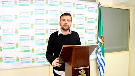 Desiderio Enciso anunciando su renuncia al acta de concejal de El Ejido.