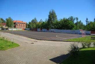Photo: Plac i boisko szkolne.