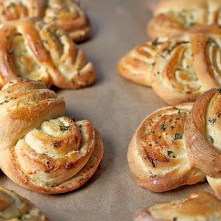 Parmesan, Garlic and Rosemary Dinner Roll Fans