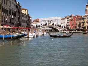 Photo: The Rialto Bridge is one of the few that cross the Grand Canal.  A gondola ride is the classy way to travel, but the vapoertti water buses (on the right) are far more economical.