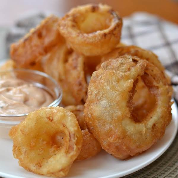 These Beer Battered Onion Rings With Dipping Sauce Are The Most Delicious Way To Prepare Onion Rings.