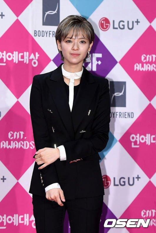 jeongyeon suit 13