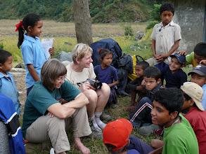 Photo: Ook op onze 2de kampplaats in Arkhot worden we meteen omsingeld door de kinderen van het dorp.