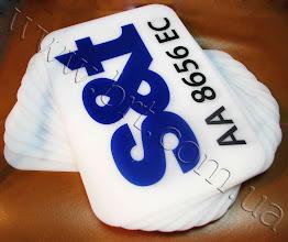Photo: Таблички для стоянки с номерными знаками машин. Основа - молочный акрил, прямая печать по пластику. Заказчик: компания S&T