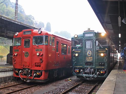JR九州「かわせみ やませみ4号」 人吉駅にて 「しんぺい2号」との並び その2