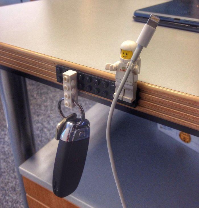 Organizer kabli z klocków lego