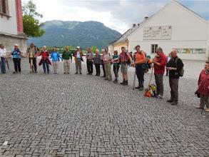 Photo: Der Lobgesang vor der Basilika