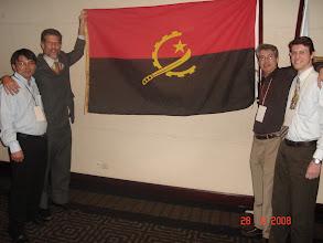 Photo: Alberto, Corinto, eu e Ariel coa bandeira angolana.