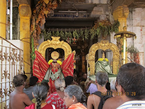 Photo: emperumAn and emperumAnAr outside piLLai lOkAchAryar/mAmunigaL sannidhi welcomed by piLLai lOkAchAryar