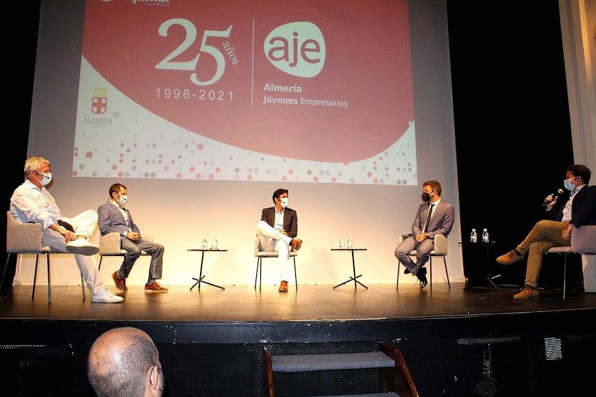 Fundador y expresidentes de AJE Almería en su ponencia.