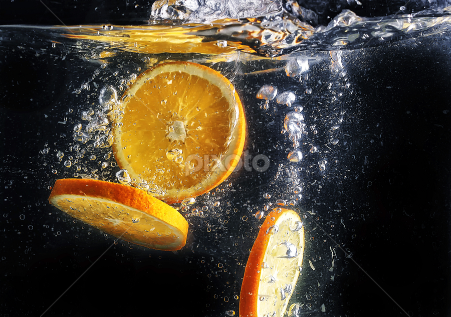 lemon slice.... by Ismed  Hasibuan  - Food & Drink Fruits & Vegetables ( water, food, fruits, bubbles, slice, yellow, lemon )