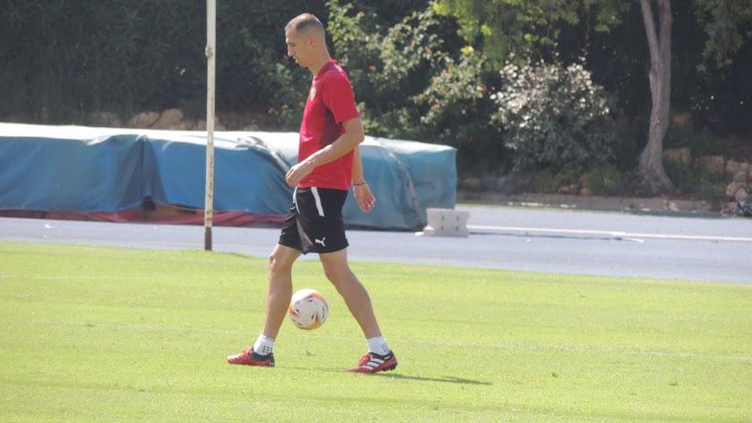 Petrovic trabajando con los descartes del Almería.