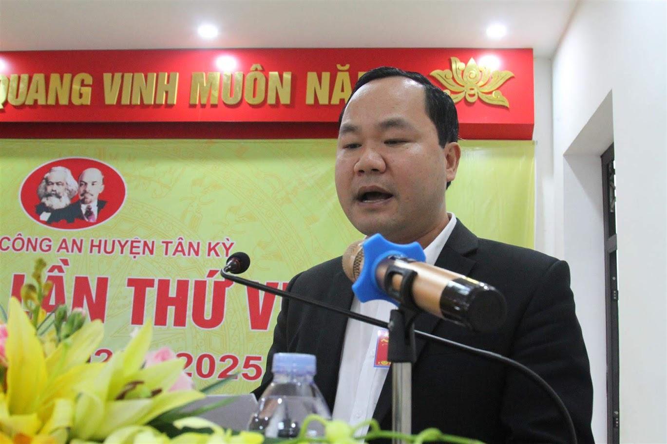 Đồng chí Hoàng Quốc Việt - Chủ tịch UBND huyện Tân Kỳ phát biểu chỉ đạo