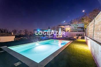 Villa 7 pièces 212 m2