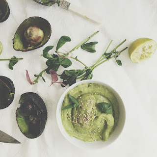 Avocado Hummus With Basil